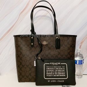 New Coach Signature Reversible Large Tote & Pouch